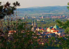 Blick hinunter auf Kloster Neuburg