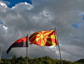 die makedonische Flagge im Wind