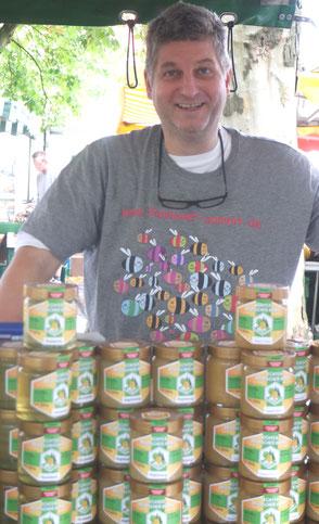 Imkermeister und Dipl.-Agraringenieur Hartmut Münch auf dem Wochenmarkt Am Stephansplatz, Hannover