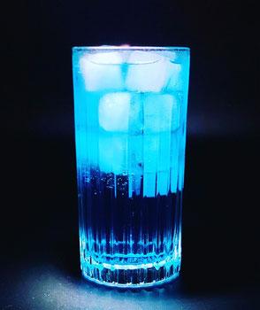 the b38, the b38 cocktail. b38, b38 cocktail, blue, blau, blue cocktail, blauer cocktail