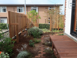 縦板フェンス、目隠しフェンス、イタウバ、ウッドフェンス、施工例