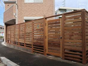 横板フェンス、目隠しフェンス、イタウバ、ウッドフェンス、ステンドグラス、施工例