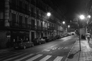 jerome devismes. une rue de nuit à Madrid en été