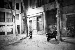 jeromedevismes. des scooter sur une place l'été à Madrid