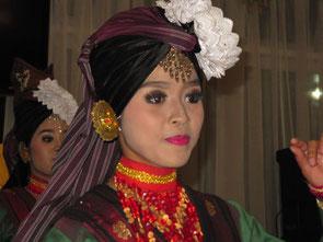 Tänzerin der Minankabau, Sumatra
