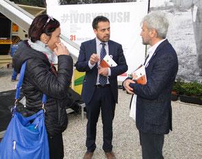 Aldo im Gespräch mit Andrea Crosta von EAL, der den Ivory Crush organisiert hatte.