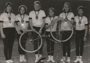 1990 Neu Ansbach - 6er Kunstfahren Schülerinnen Bianca Treiber, Silke Hanke, Tina Burckhardt, Andrea Eickhoff,  Nicole Jachens, Vanessa Czech