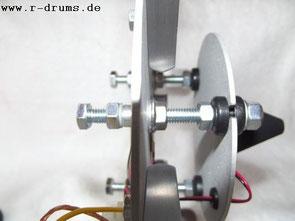 Höheneinstellung mittels dreier Stellschrauben (Friktionsantrieb)