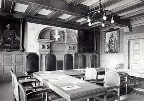 Sitzungssaal im Rathaus - gestiftet 1912 von Max Levy (undatierte Postkarte)