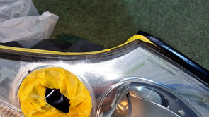 ポルシェ996ターボのヘッドライトの経年劣化 黄ばみ・傷・くすみ 埼玉の車磨き専門店