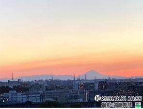 夕焼けたなびく富士山