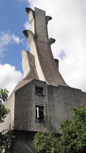 La chaufferie du Goetheanum, avec sa drôle de cheminée.