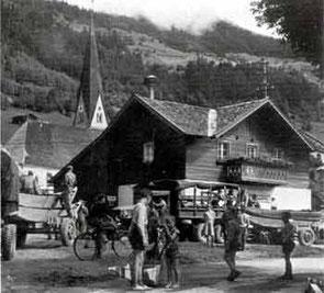 Spritzhütte auf dem Dorfplatz