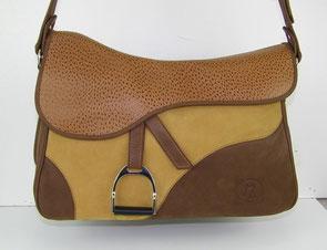 sac besace en forme de selle de cheval en cuir marron thème équestre par ml-sellier