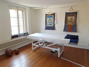 Behandlungszimmer; Praxis für Naturheilkunde und Tibetische Medizin Baden