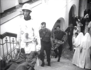 Scene during the movie in St Elisabeth Hospital, Harry is the last man carrying the stretcher (Collection P. Reinders)