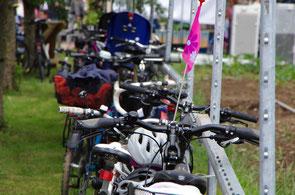 Viele Besucher sind mit Fahrrädern angereist.