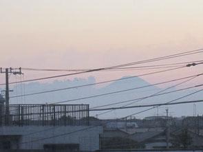 西の窓には富士山の眺望。正面には東京スカイツリーも見えます
