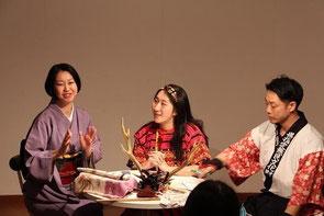 中・フィリピン・カリンガ族の民族衣装を着た山下彩香さん