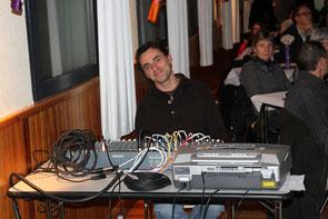 Aurélien Jourden, professeur de guitare-basse & pro de la sono ;-)