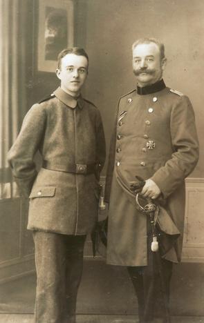 Erwin Bowien mit seinem Vater Erich Bowien, 1917