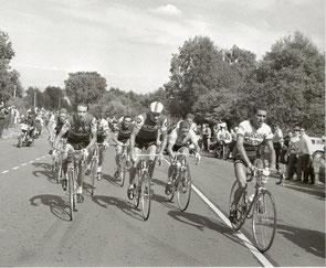 A 6 km du sommet: plus que neuf avec en première ligne: Jimenez, Poulidor, Anquetil et Bahamontès