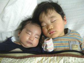 兄弟の可愛い寝顔