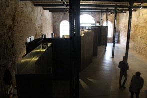La pieza, vista desde el mirador, en el Pabellón de México en la Sala delle Arme del Arsenale. / S. R. B.