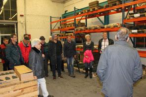 Aufmerksame Zuhörer beim Betriebsrundgang durch die Giesserei Benninger AG