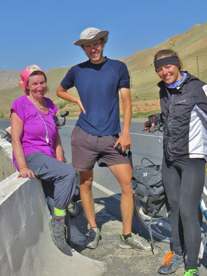 Carol und Martha aus Polen kommen vom Pamir Highway.