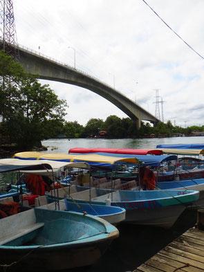 Die Bootsfahrt von Rio Dulce nach Livingston dauert 75 Minuten.