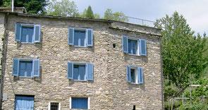 Die Ferienwohnung befindet sich im 1. Stock. Aber nur von dieser Seite. Da das Haus in den Berg gebaut ist.