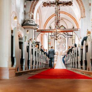 wunderschöner Brautstrauß mit Eheringen, fotografiert von Hochzeitsfotograf Mölln FOTOFECHNER