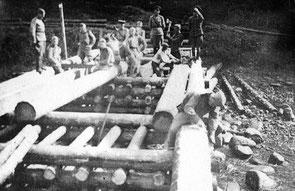 строительство деревянного моста для переправы войск через водную преграду