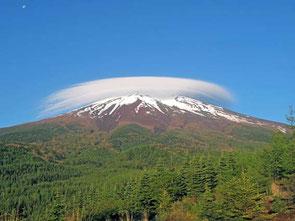 富士の傘と月