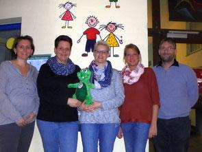 Der neue Vorstand des Fördervereins (v.l.): Anja Pudeg (Kassiererin), Elena Giffels (1.Vorsitzende), Michaela Kuhl (2.Vorsitzende), Claudia Weber (Beisitzerin), Uwe Bodenheim (Schriftführer). Nicht auf dem Bild ist Beisitzerin Christine Cevriz.