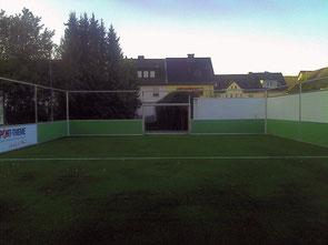 Anstoß auf dem Soccer-Court