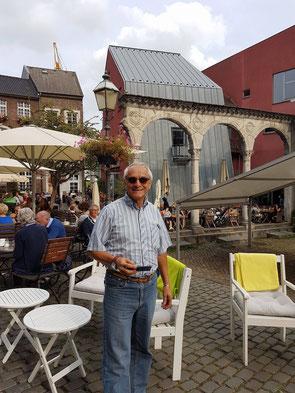 Missionario /Pfr. Italienischer Seelsorger                     Don León Velez Granada Tel: 017642933750