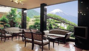 Vue de l'hôtel thermal (Kawaguchiko)