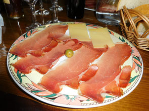 Käse-Schinkenteller auf Krk