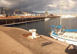 La marina de Santa Cruz... aux deux tiers vide !