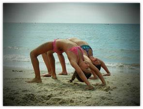 Séance de gym sur la plage