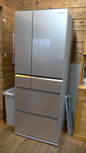 パナソニックの最新式の大型冷蔵庫です。