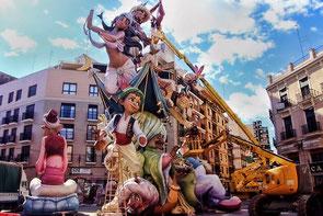 バレンシアの火祭り-ファジャスの張り子人形