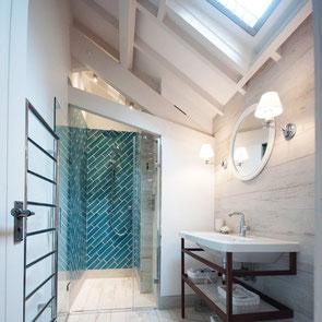 Coastal themed bathroom design by Ashton House Design