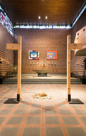 Ein halbes Kreuz der Jugendkirche Tabgah in Oberhausen wird am 8. Oktober schon einmal auf die Pilgerreise zum Dellplatz nach Duisburg geschickt.  Foto: Jugendkirche OB