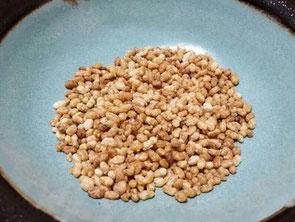 愛子先生のレシピを使って調理された「煎り玄米」