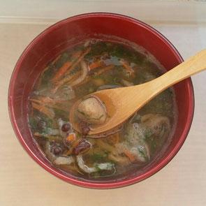 切干大根、大根おろし、生姜白玉、小豆、にんじん、大根葉の汁物(かなり薄味にて)