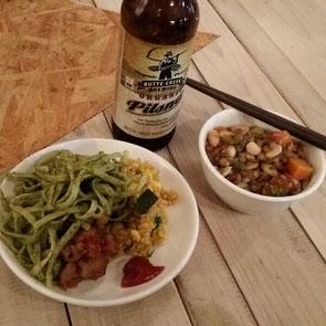 へるしー土井さんのシークレット居酒屋のお料理。キヌアの和え物と蓬のスパゲティー、豆スープなど。