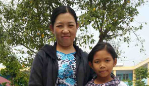 Nguyễn Kỳ Song Song and her mother